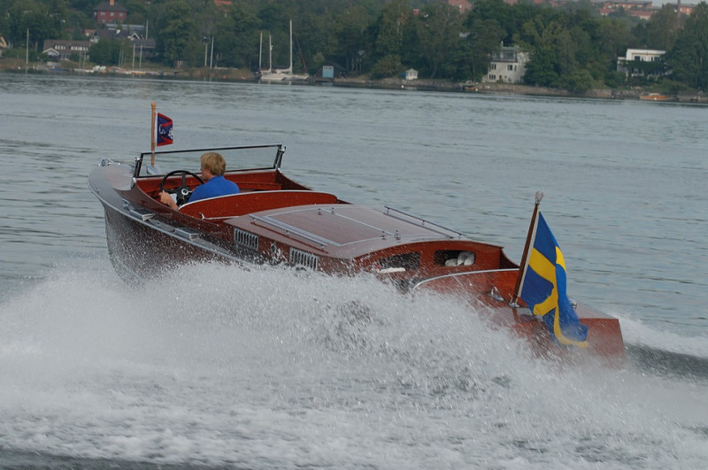 CHRIS CRAFT 26 RUNABOUT