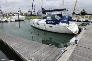 Thumbnail - Beneteau Oceanis 351